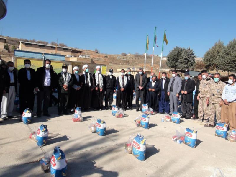 در قالب طرح شهید سلیمانی؛ تعداد 700 بسته معیشتی در جوانرود توزیع گردید