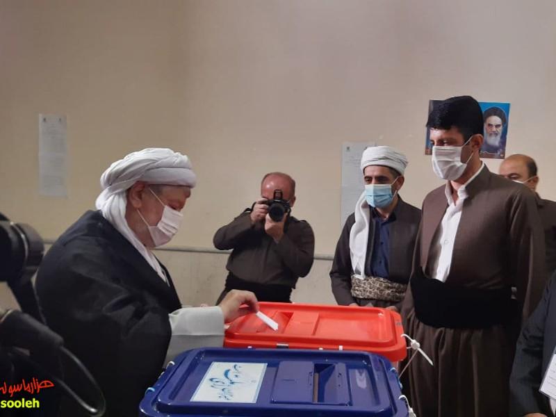 امام جمعه پاوه رای خود را به صندوق انداخت